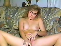 Chubby blonde toys her snatch in homemade retro clip