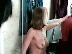 Cum-addicted bitch gives her man an amazing blowjob