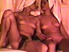 Lesbian Peepshow Loops 561 70s and 80s - Scene 2