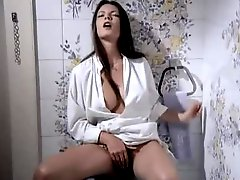 Chambermaids double team his dick in retro porn