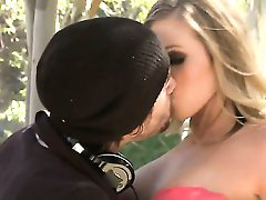 Classical blonde beautie gets pumped by