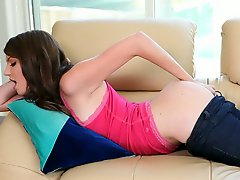 Pink pussy girl Cassandra Nix pulls off her tight jeans