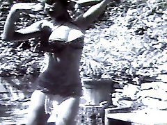 Sheree North makes nice strip show. Retro video.