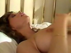 Whorish wife gets her hairy pussy licked