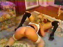 Foxy retro chicks lick wet pussy in lesbian vid