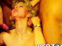 Blonde babe in retro threesome